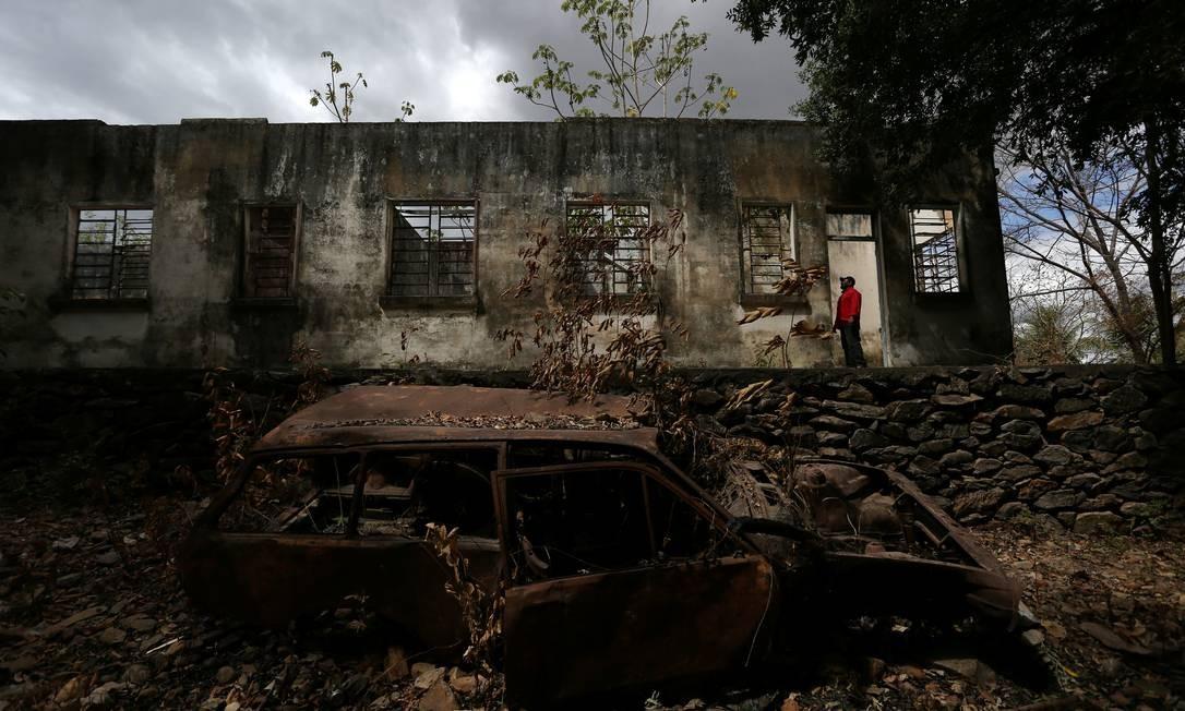 As ruínas de um centro cultural na comunidade Surumu, na reserva Raposa Serra do Sol Foto: BRUNO KELLY / REUTERS