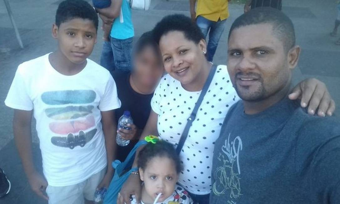 Hilton Berto de Souza, a pequena Isabele, a mãe dela, Maria Nazaré, e o irmão, Hilton Guilherme Sodré Foto: Reprodução