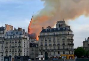 Flagrante do momento exato em que a torre desaba Foto: Reprodução