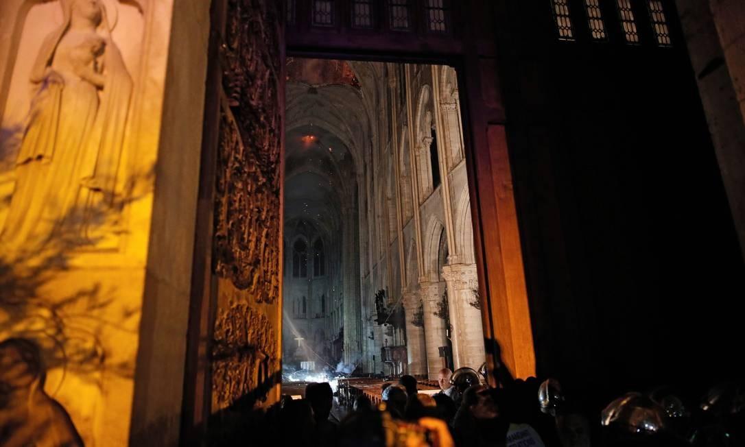 Vista geral da entrada da Catedral de Notre-Dame, em Paris, que inspirou o escritor Victor Hugo Foto: PHILIPPE WOJAZER / AFP