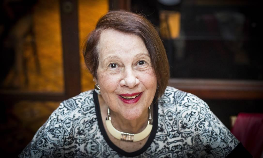 Em foto de 2017, Ana Maria Araújo Freire, viúva de Paulo Freire, ao lançar livro sobre o educador Foto: Bárbara Lopes / Agência O Globo