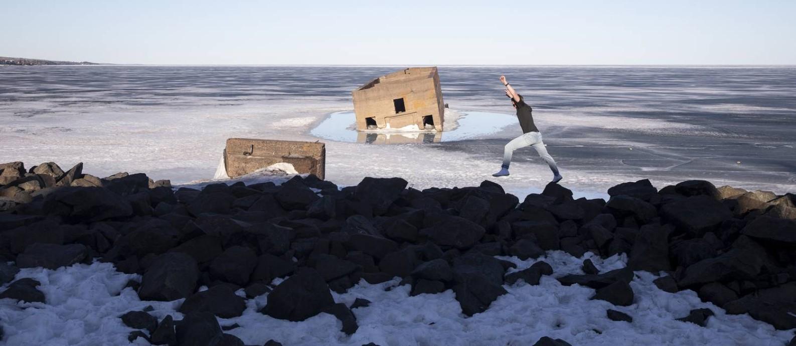 SOC - lago congelado em Duluth, no Minnesota, EUA. Segundo especialista de Harvard em mudanças climáticas, a cidade tem temperaturas frias, abundância de água fresca e uma infraestrutura industrial que fazem dela refúgio ideal contra o aquecimento global. Algumas regiões americanas serão menos afetadas que outras. Foto: TIM GRUBER / NYT