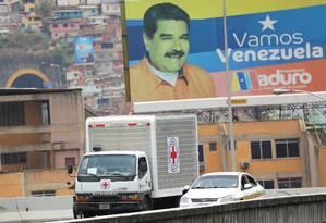 Caminhões com ajuda da Cruz Vermelha chegam a Caracas Foto: STRINGER / REUTERS