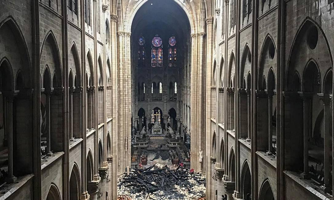 Retrato da destruição no interior da Catedral de Notre-Dame Foto: - / AFP