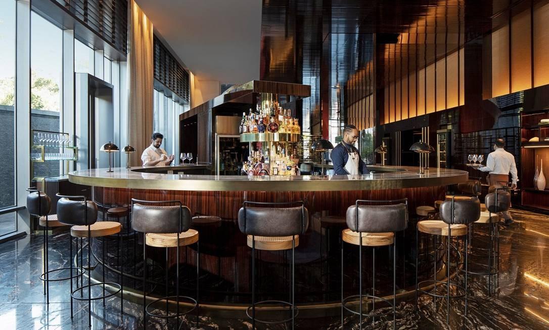 O bar Caju fica logo na entrada do Four Seasons São Paulo e é um dos destaques do hotel Foto: Divulgação