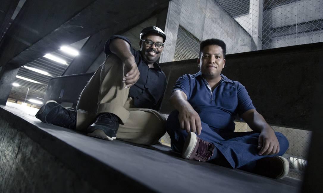 Thiago Santos e Douglas Neves, da primeira geração de cotistas da Uerj Foto: Leo Martins / Agência O Globo