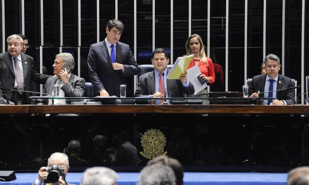Senado aprova projeto que isenta partidos de sanções da Receita