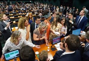 A sessão da Comissão de Constituição e Justiça (CCJ) foi marcada por confusão e tumulto Foto: Pablo Valadares/Câmara dos Deputados
