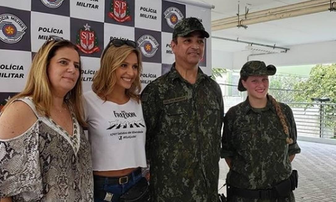 Coronel Cerqueira com a ativista Luiza Mell, defensora dos animais Foto: Instagram