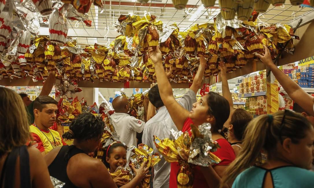 Páscoa, Tiradentes e São Jorge: saiba o que abre e o que fecha no comércio do Rio