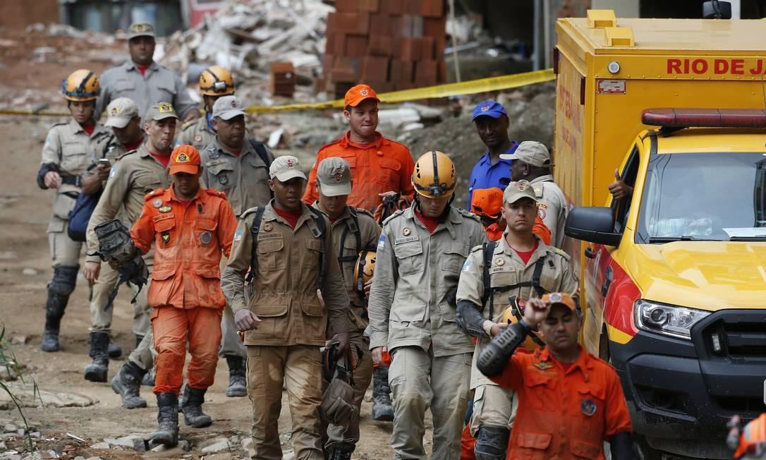 Com 19 corpos resgatados em Muzema, três pessoas ainda estão desaparecidas