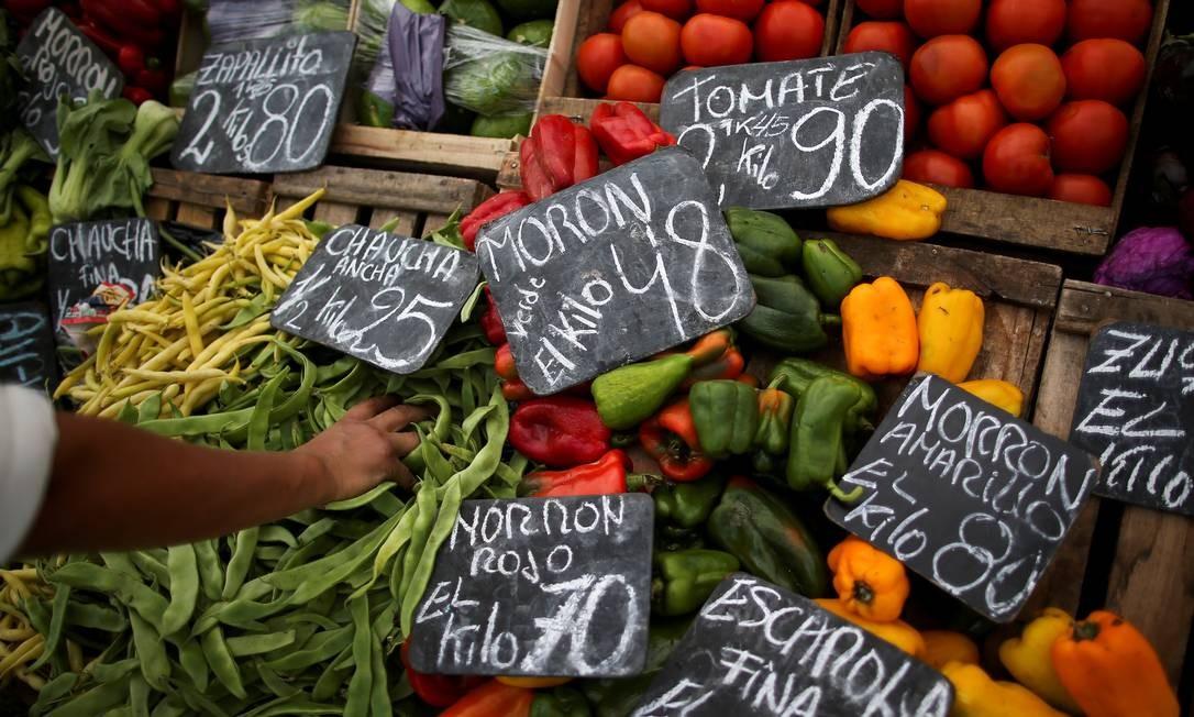 Congelamento dos produtos essenciais e serviços públicos estava entre as medidas do governo Macri para conter inflação em 2019 Foto: AGUSTIN MARCARIAN / REUTERS