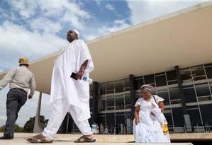Manifestantes de religiões de matriz africana protestam em frente ao STF Foto: Givaldo Barbosa / Agência O Globo
