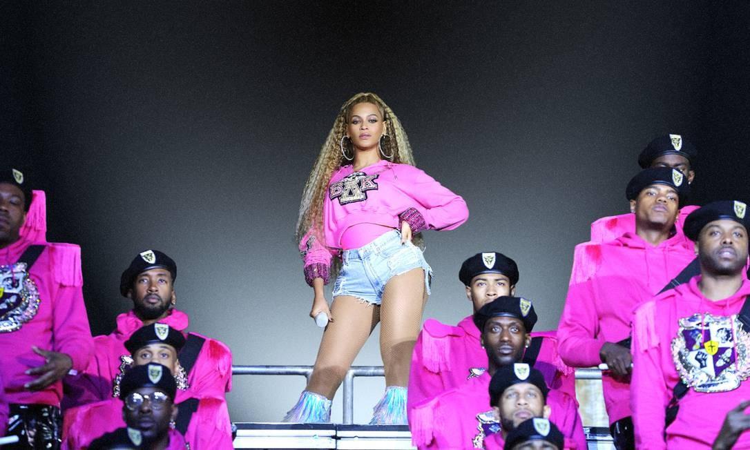Beyoncé com parte da grandiosa banda marcial que formou para o show no Coachella 2018 Foto: Divulgação/Parkwood Entertainment