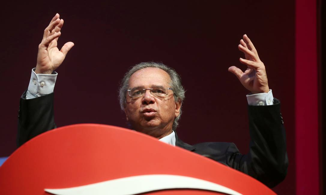 Brazil's Economy Minister Paulo Guedes gestures as he speaks during a meeting of the LIDE (Businessmen Leaders Group) in Campos do Jordao, Brazil, April 5, 2019. REUTERS/Amanda Perobelli Foto: AMANDA PEROBELLI / Reuters