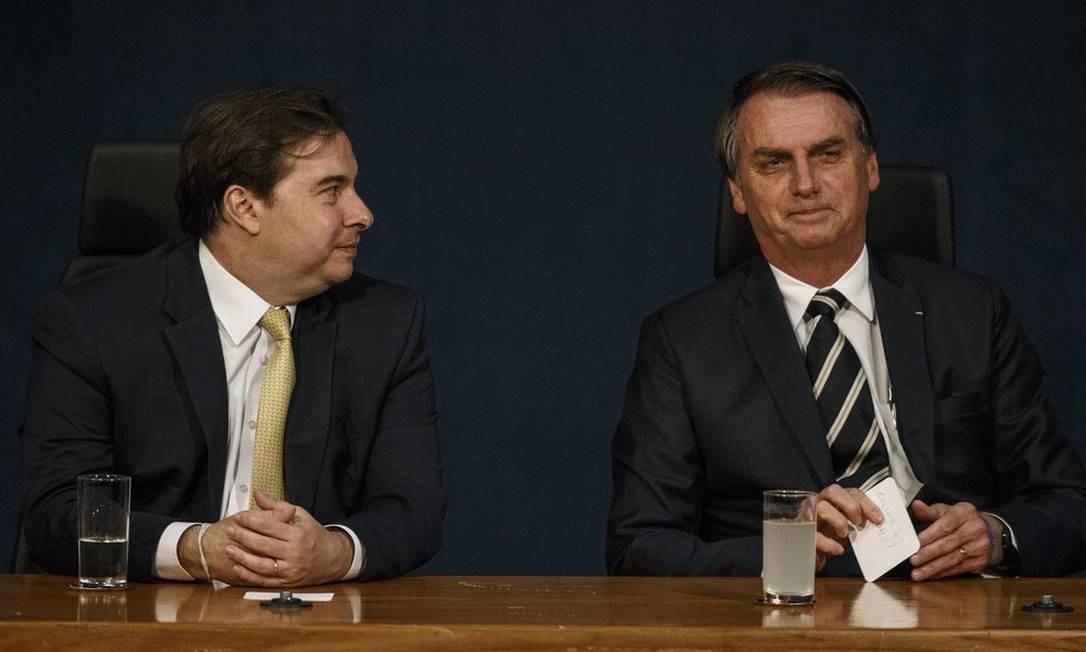Maia e Bolsonaro ainda não selaram as pazes totalmente, mas o jogo da política está andando Foto: Daniel Marenco / Agência O Globo