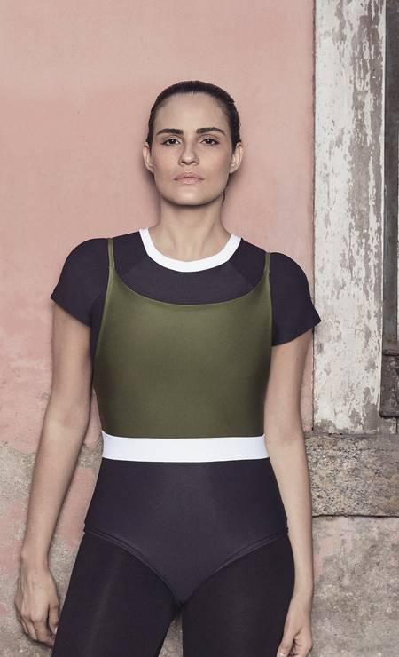 ARO: A marca carioca de swimwear de Danielle Cavalher explora novos horizontes a partir dos tecidos típicos da moda praia. Com shorts, blusas e calças de lyrca, a grife celebra a leveza da vida. Foto: Chico Cerchiaro