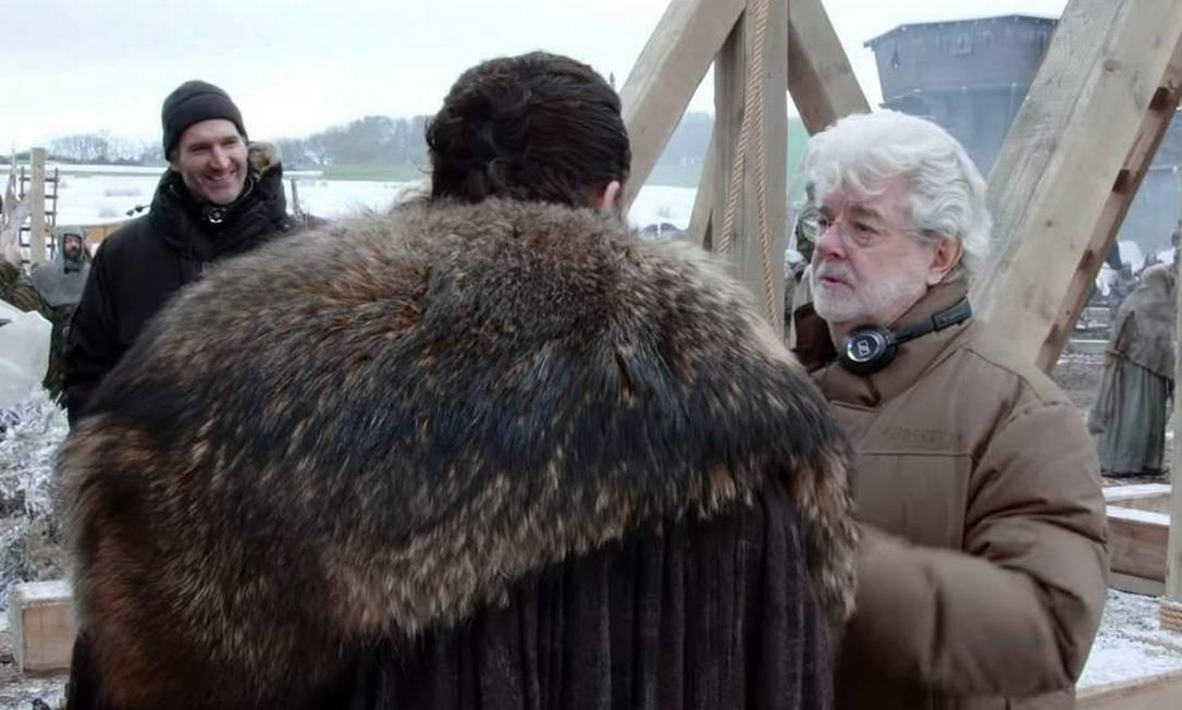 George Lucas (direita) ajudou na direção do primeiro episódio da oitava temporada de 'Game of thrones' Foto: HBO
