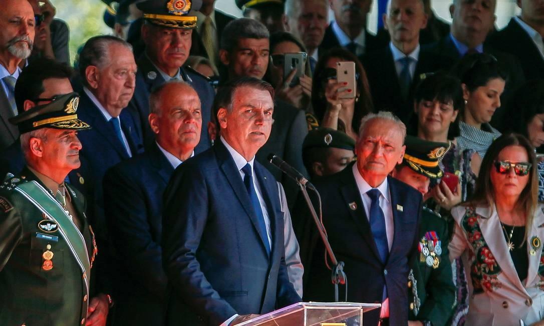 O presidente Jair Bolsonaro em cerimônia, no Comando Militar do Sudeste, em São Paulo nesta quinta-feira Foto: MIGUEL SCHINCARIOL / AFP