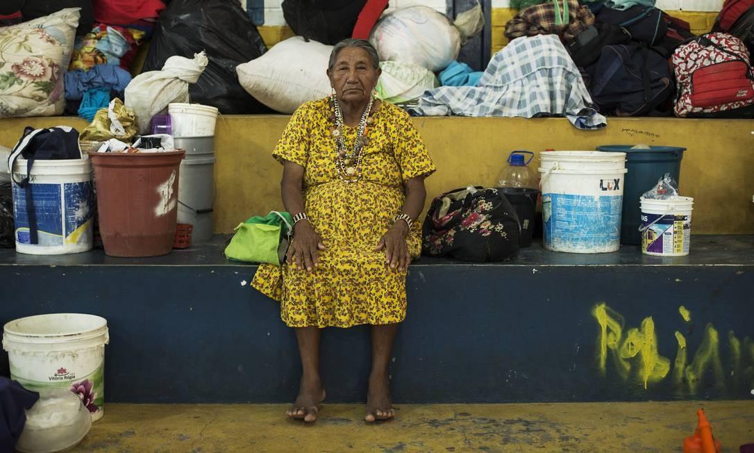 Grupos indígenas da etnia warao estão entre os venezuelanos acolhidos no Brasil; eles sofrem com a pobreza nas suas tribos e cruzam a fronteira em movimento pendular Foto: Guito Moreto / Agência O Globo