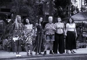 Lumena Aleluia (à esquerda), Irla Franco, Marina Alves, Éthel de Oliveira, Júlia Mariano e Helena Dias produzem filme sobre mulheres negras na política Foto: Bruno Kaiuca / Agência O Globo