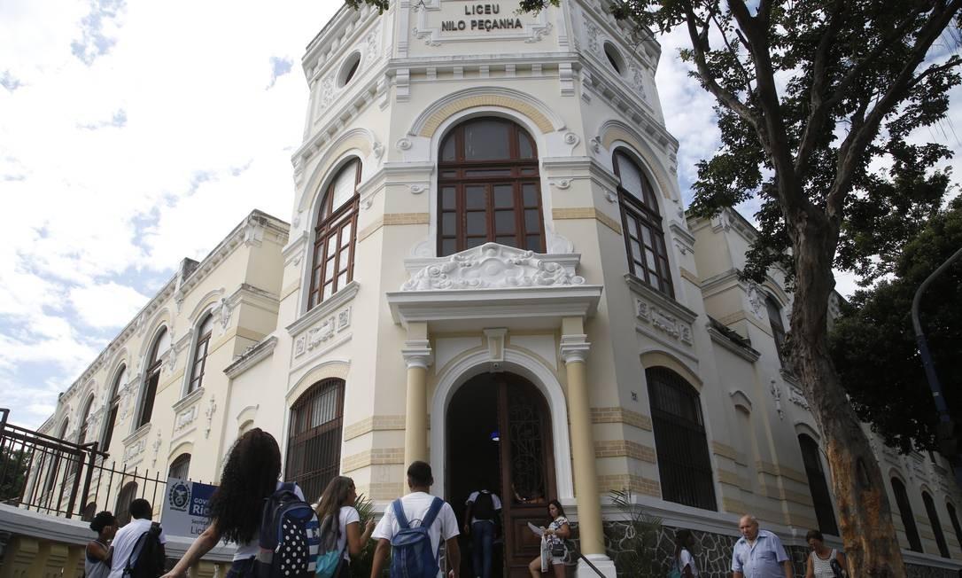 Risco: instalações elétricas são atendem normas de segurança, diz comunidade escolar Foto: Fábio Guimarães / Agência O Globo
