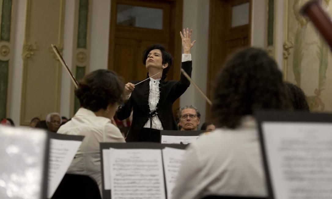 A maestrina Priscila Bomfim no concerto de estreia Foto: Márcia Foletto / Agência O Globo