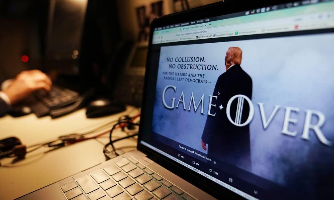 Donald Trump recorre à popular série Game of Thrones para fazer dizer no Twitter que a investigação da suposta interferência russa nas eleições presidenciais americanas de 2016 não encontrou provas contra ele Foto: MANDEL NGAN / AFP