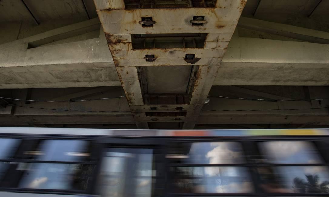 O diagnóstico dos problemas nos pilares foi dificultado por restrições de acesso ao local Foto: Alexandre Cassiano / Agência O Globo