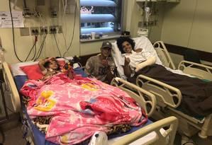 Após melhora e sair do CTI, Paloma está lado do filho na unidade pediátrica Foto: Divulgação