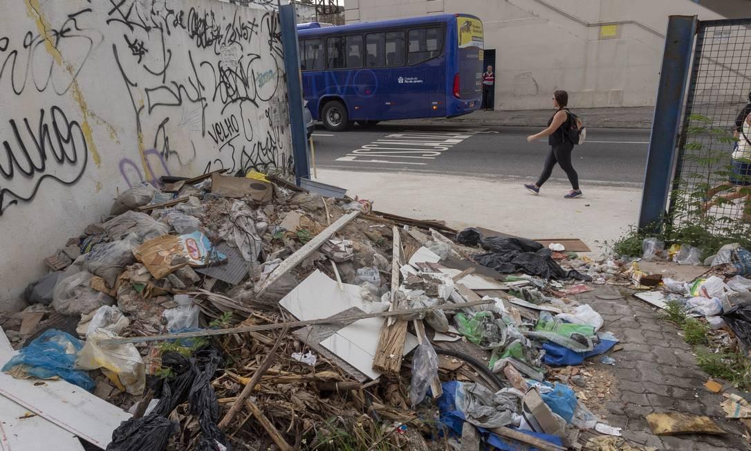 Antigo Restaurante Popular no Méier vira depósito de lixo