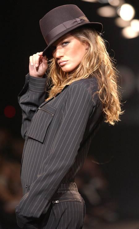 Na temporada de inverno 2003, Gisele foi destaque ao participar do desfile masculino de Ricardo Almeida Foto: Fernanda Calfat / WireImage