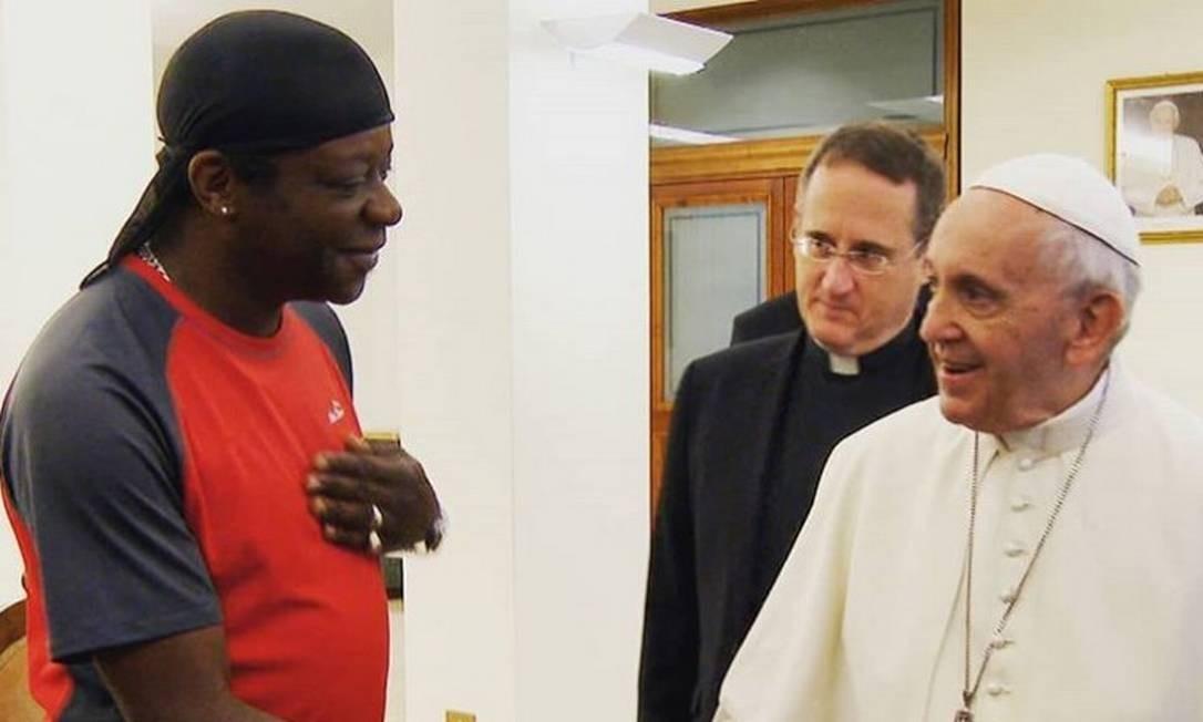 Stephen K. Amos e Papa Francisco se encontraram para gravar episódio de um programa de TV - Foto: Reprodução/Instagram