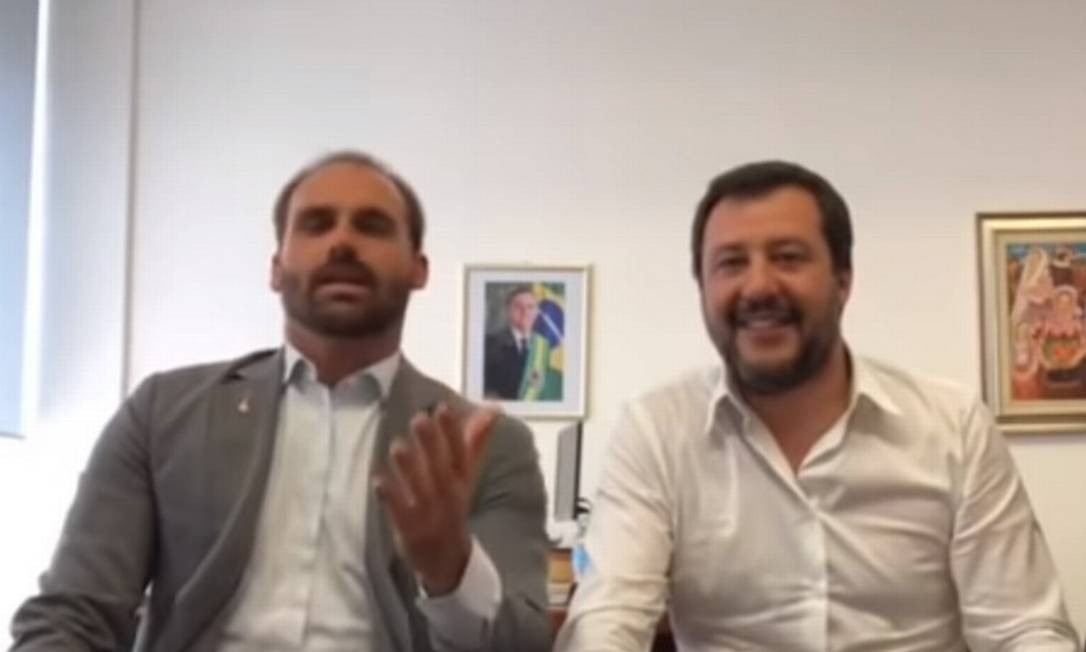 Eduardo Bolsonaro ao lado de Matteo Salvini, líder da extrema direita italiana e vice-premier Foto: Reprodução
