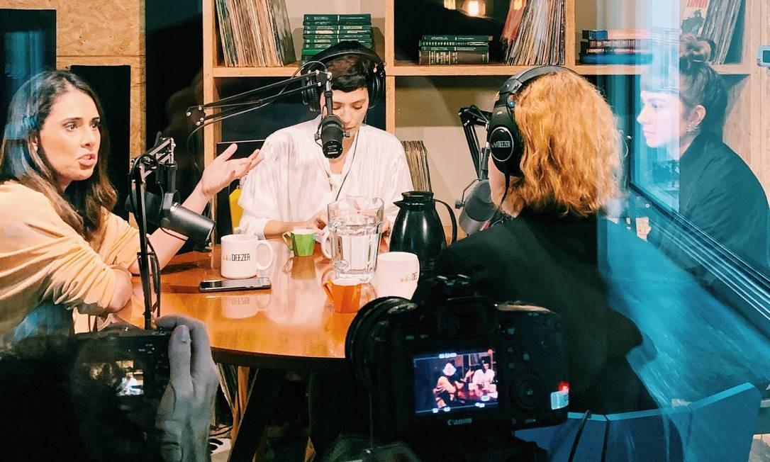 Gravação da segunda temporada do podcast 'Stereo Falante', sobre cultura, nos estúdios do Deezer Foto: Gabriel Lupu/Divulgação