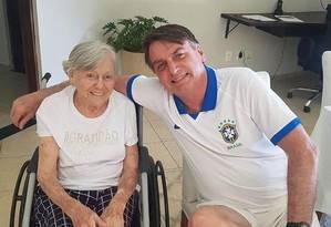 Bolsonaro posta foto no Instagram com a mãe Odete Foto: Reprodução / Instagram