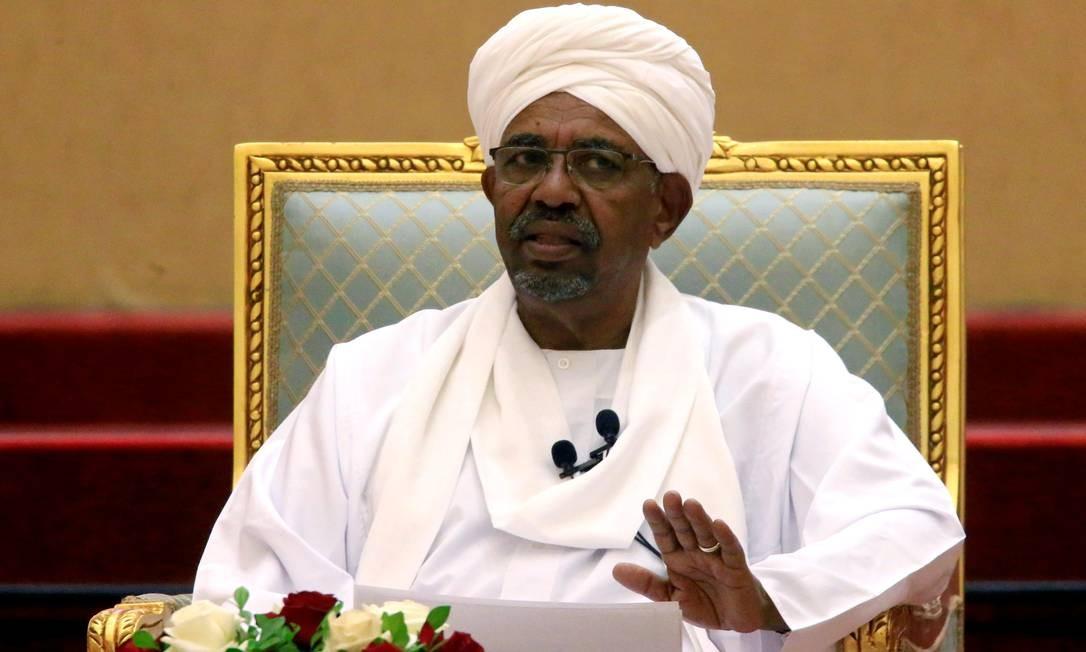 O ex-presidente do Sudão Omar al-Bashir em discurso quando ainda estava no cargo em 5 de abril de 2019 Foto: Mohamed Nureldin Abdallah/REUTERS