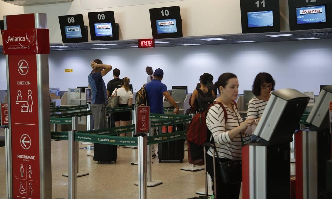 Balcão da Avianca no Santos Dumont: transtornos. Foto: Fábio Guimarães / Agência O Globo