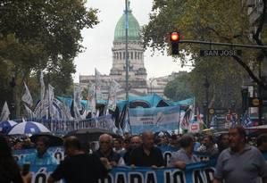 Argentinos protestam contra medidas econômicas de Macri, em Buenos Aires. 4 de abril de 2019 Foto: Claudio Santisteban / picture alliance via Getty Image