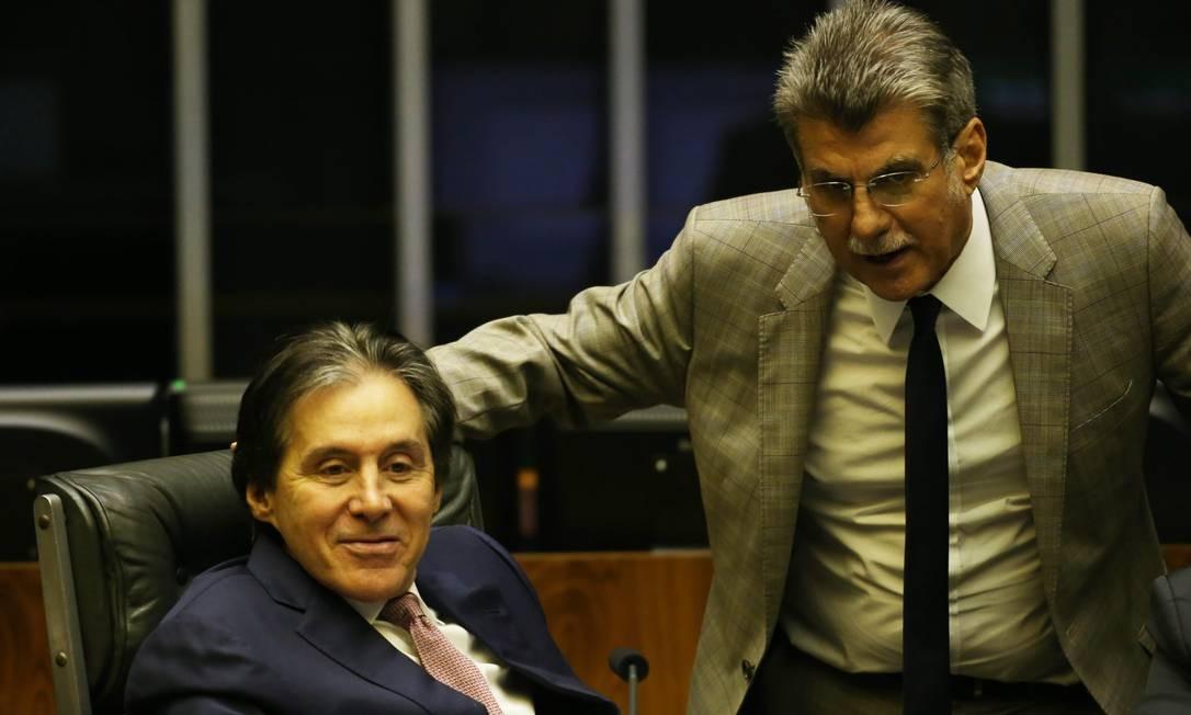 Eunício Oliveira e Romero Jucá em sessão do Senado, em 2018 Foto: Ailton de Freitas / Agência O Globo