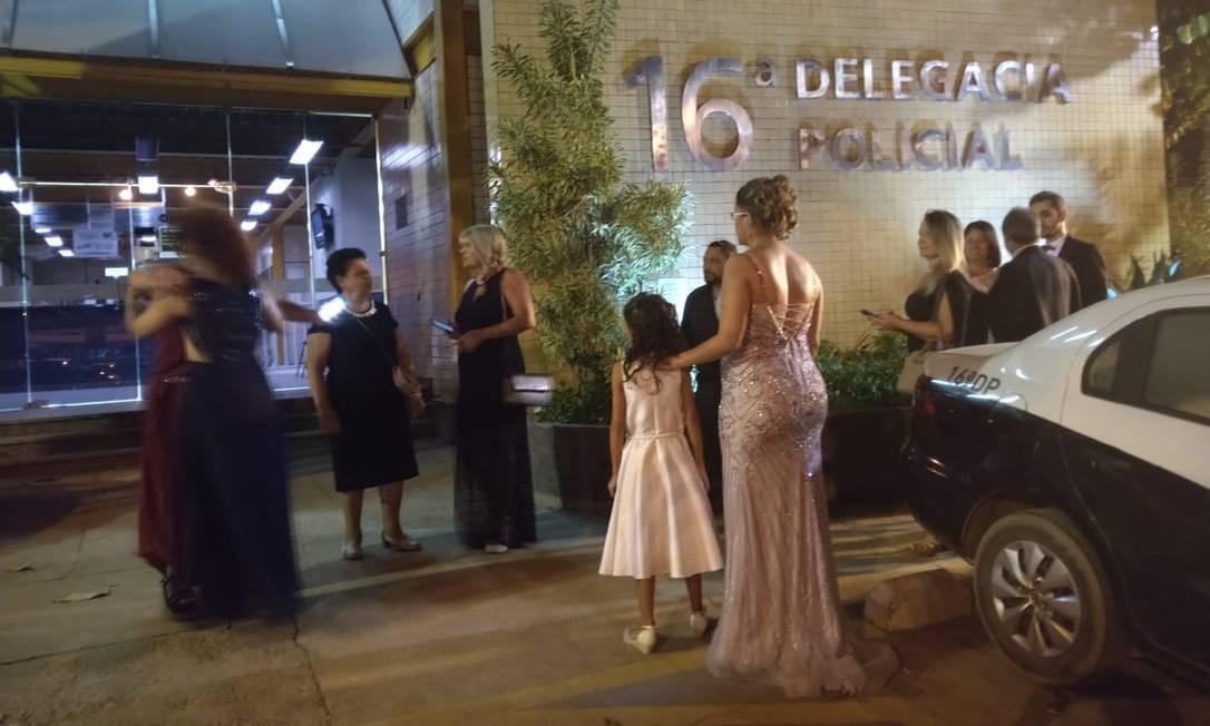 Formandos foram prestar queixa na delegacia Foto: Bruna Barbosa / Divulgação