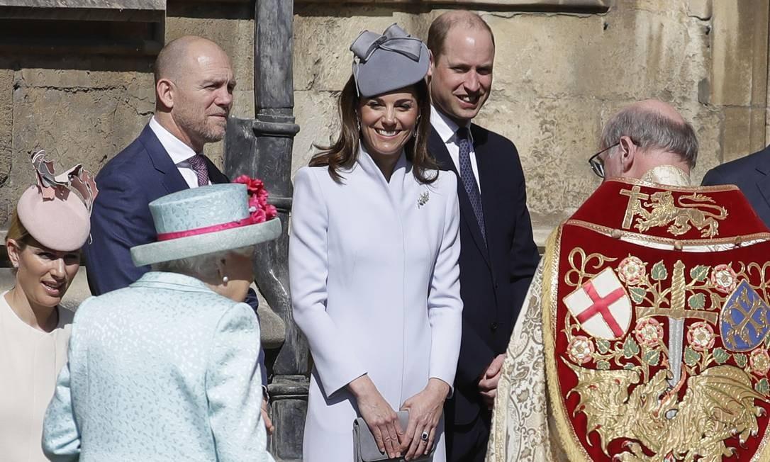 Kate Middleton e o príncipe William ao centro da foto Foto: WPA Pool / Getty Images