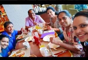 Selfie feita pela filha da chef Shantha Mayadunne, morta em ataques no Sri Lanka Foto: Reprodução
