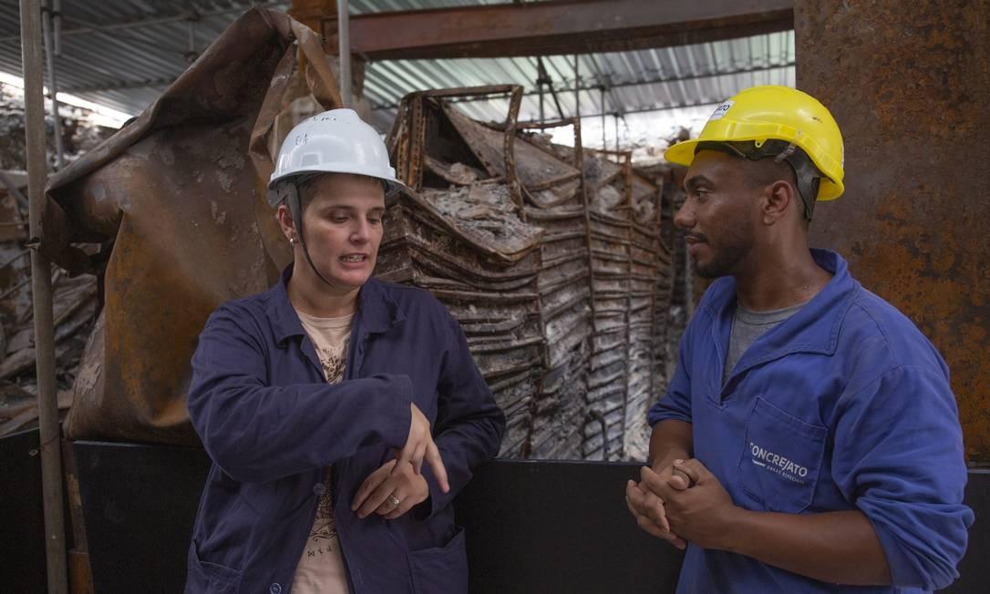 As equipes de restauradores, pesquisadores e outros funcionários trabalham diariamente nessa primeira fase de reconstrução do Museu e do Palácio Foto: Luis Felipe Capellão / Agência O Globo