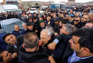 Líder de partido opositor da Turquia Kemal Kilicdaroglu é atacado durante funeral de soldados em Ancara Foto: HARUN OZALP / AFP