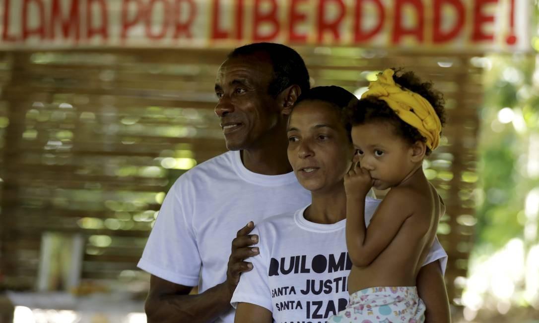 Simone da Conceição Marques, com o marido e a filha Foto: Custódio Coimbra / Agência O Globo