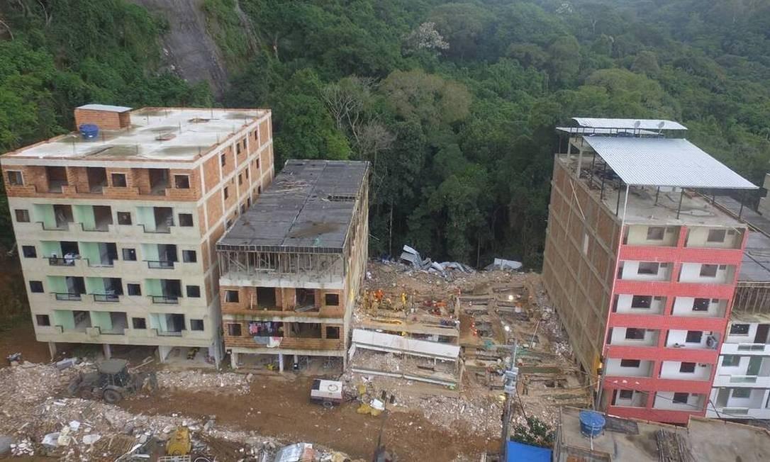 Muzema: desabamento de dois prédios construídos de forma irregular deixou 23 mortos Foto: Richard Santos / Prefeitura do Rio