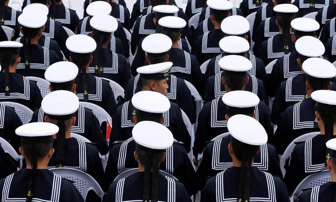 Soldados da marinha chinesa participam de evento que celebra o 70º aniversário da fundação da Marinha do Exército de Libertação do Povo Chinês, Qingdao Foto: JASON LEE / REUTERS
