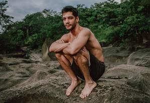 O ator Patrick Sampaio no Vale da Lua, um dos lugares que mais o impressionou na Chapada dos Veadeiros, em Goiás Foto: Acervo pessoal