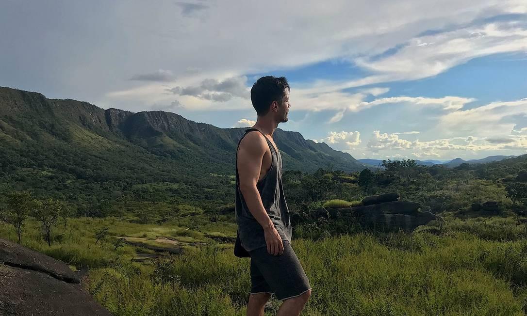 """O ator Patrick Sampaio escolheu o Parque Nacional da Chapada dos Veadeiros para descansar após a pesada rotina de gravação da última novela das 18h na Rede Globo, """"Espelho da vida"""" Foto: Acervo pessoal"""
